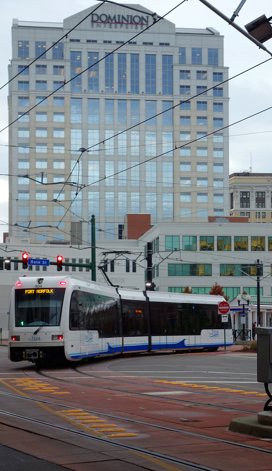 Lightrail Leaving MacArthur Station